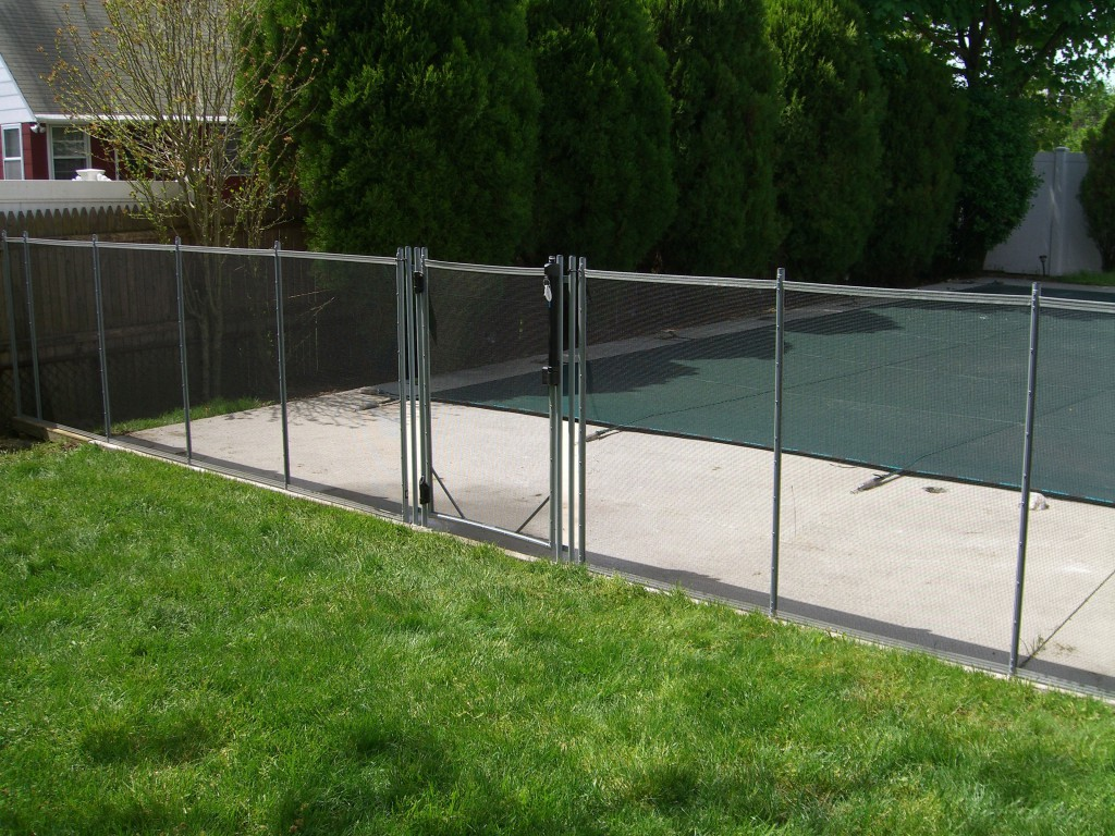 How Clean Your Pool Fence